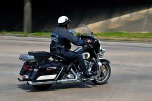 policier à moto