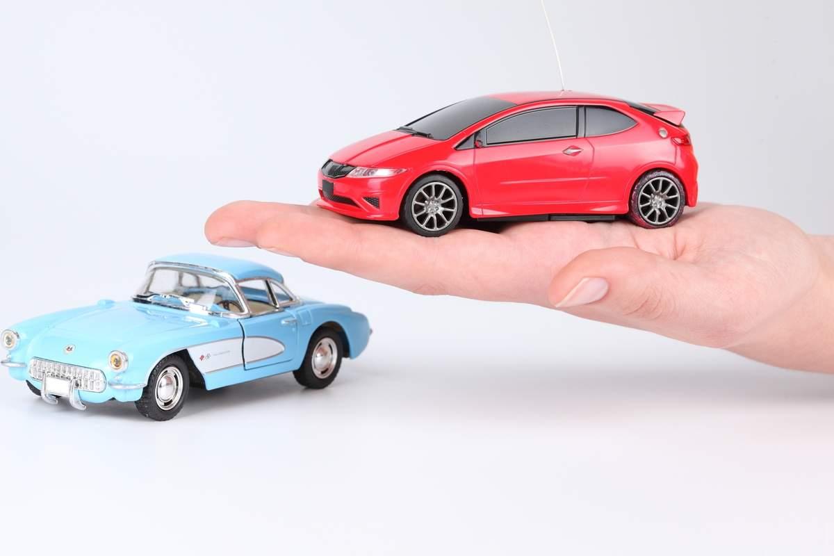 Une voiture couverte par une assurance auto comparée à une autre