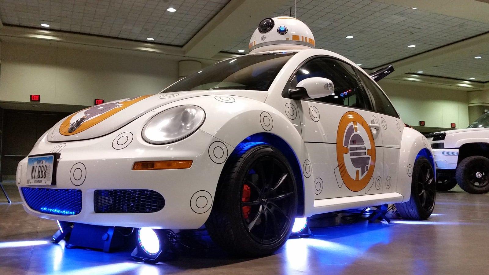Photographie d'une voiture autonome exposée au Star Wars Celebration à Orlando en 2017 pour illustrer le site des ventes aux enchères en ligne Adesa
